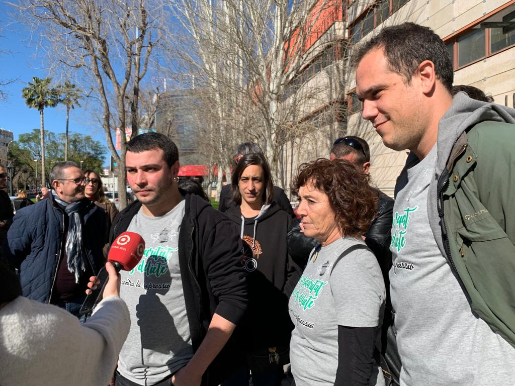 Edgar, Mariona i Ricard, encausades per les mobilitzacions del 23-S a Reus